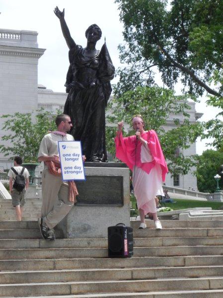 MC calling demonstrators to demand entrance to the Capitol