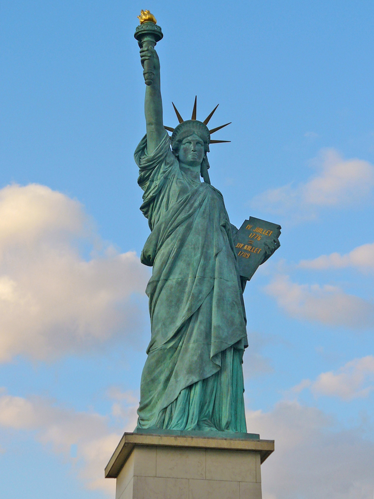 July 4th or Obama's Independence Day Gift to America – a ...  Statues