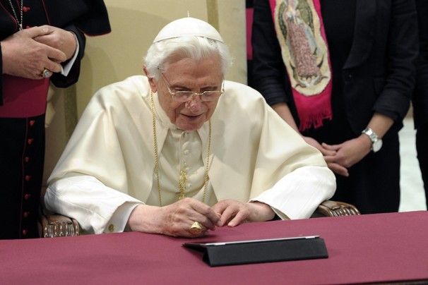 Pope Benedict on his iPad