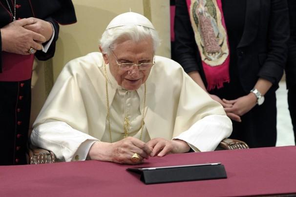 Pope Benedict on his iPad