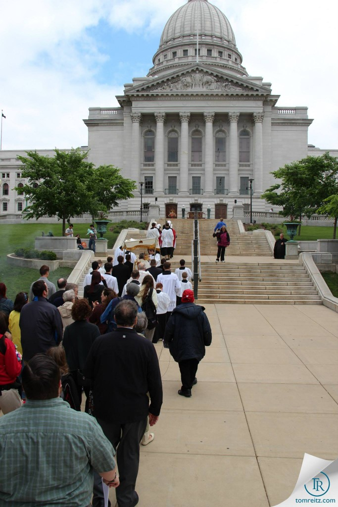 11 Processing up the Capitol Steps