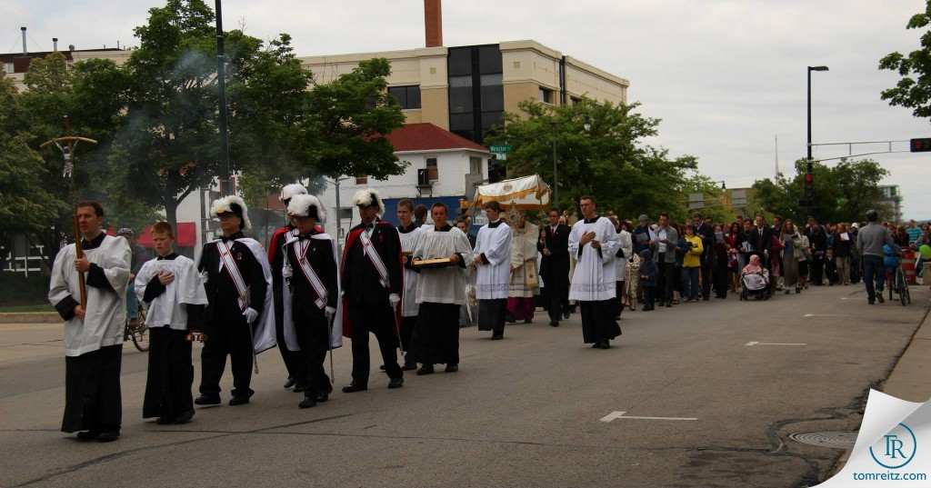 4 Knights of Columbus lead procession