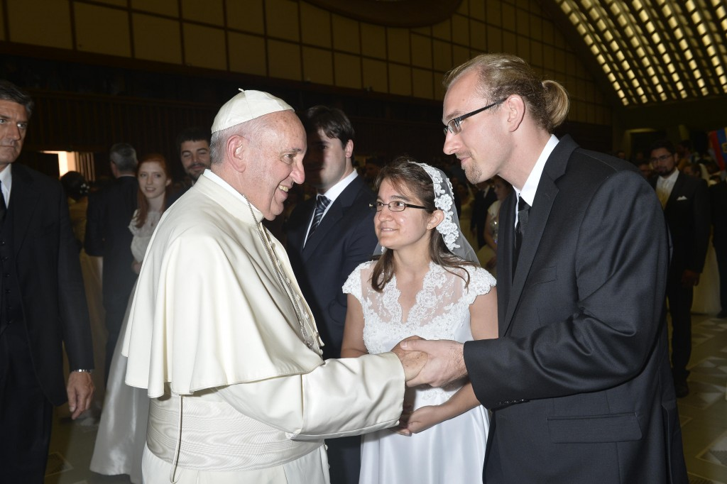 T&T Pope Francis 214108_05082015